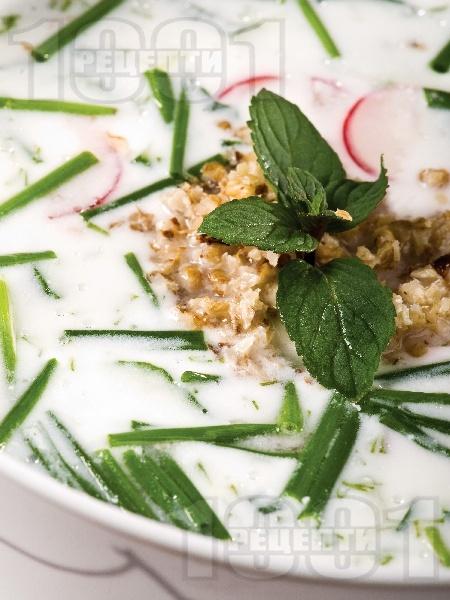 Студена млечна супа с краставици и репички - снимка на рецептата